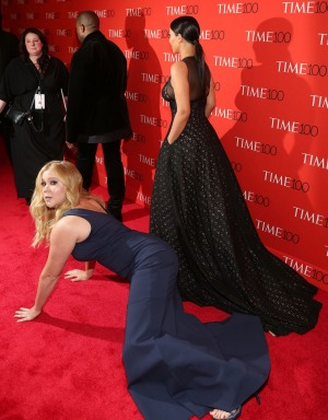 amy schumer falls on red carpet trainwreck