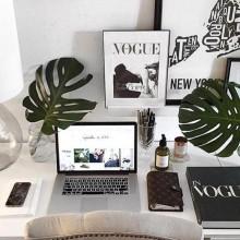 10 k on instagram desk