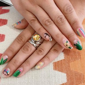 Frida-Kahlo-inspired-nails